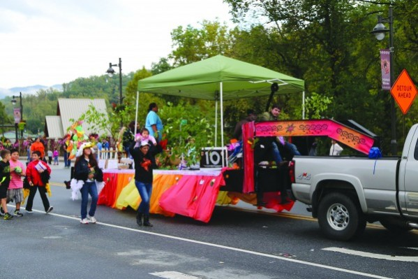 For the second year in a row, the new Kituwah Academy won the Grand Prize in the Cherokee Indian Fair Parade.  They are shown with their float  on Tuesday, Oct. 7.  (Photo by Kristy M. Herron/EBCI Commerce)