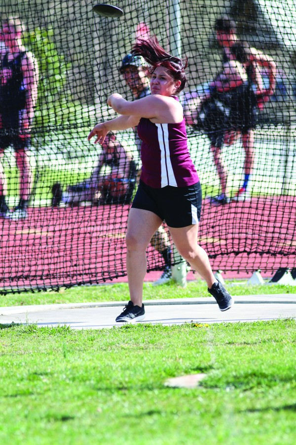 """Bree Jumper shows good form as she throws the discus en route to a second place finish with a throw of 83'8"""". (SCOTT MCKIE B.P./One Feather photos)"""